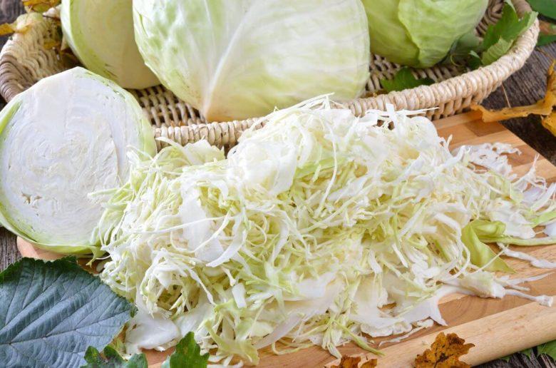 Заготовки из капусты станут проще в приготовлении при использовании шинковок и комбайнов
