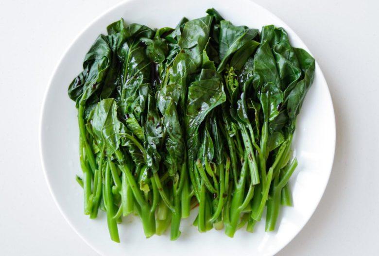Салат из отварного кай-лана