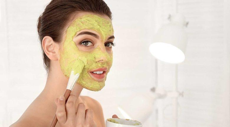 Сок капусты питает кожу лица