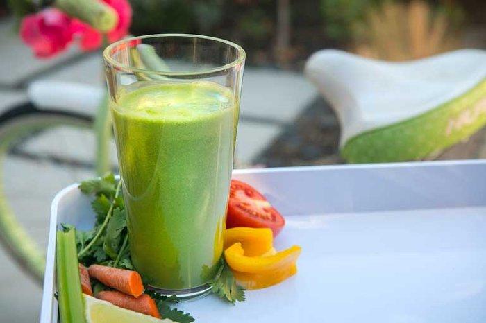 Стакан сока содержит суточную норму витаминов