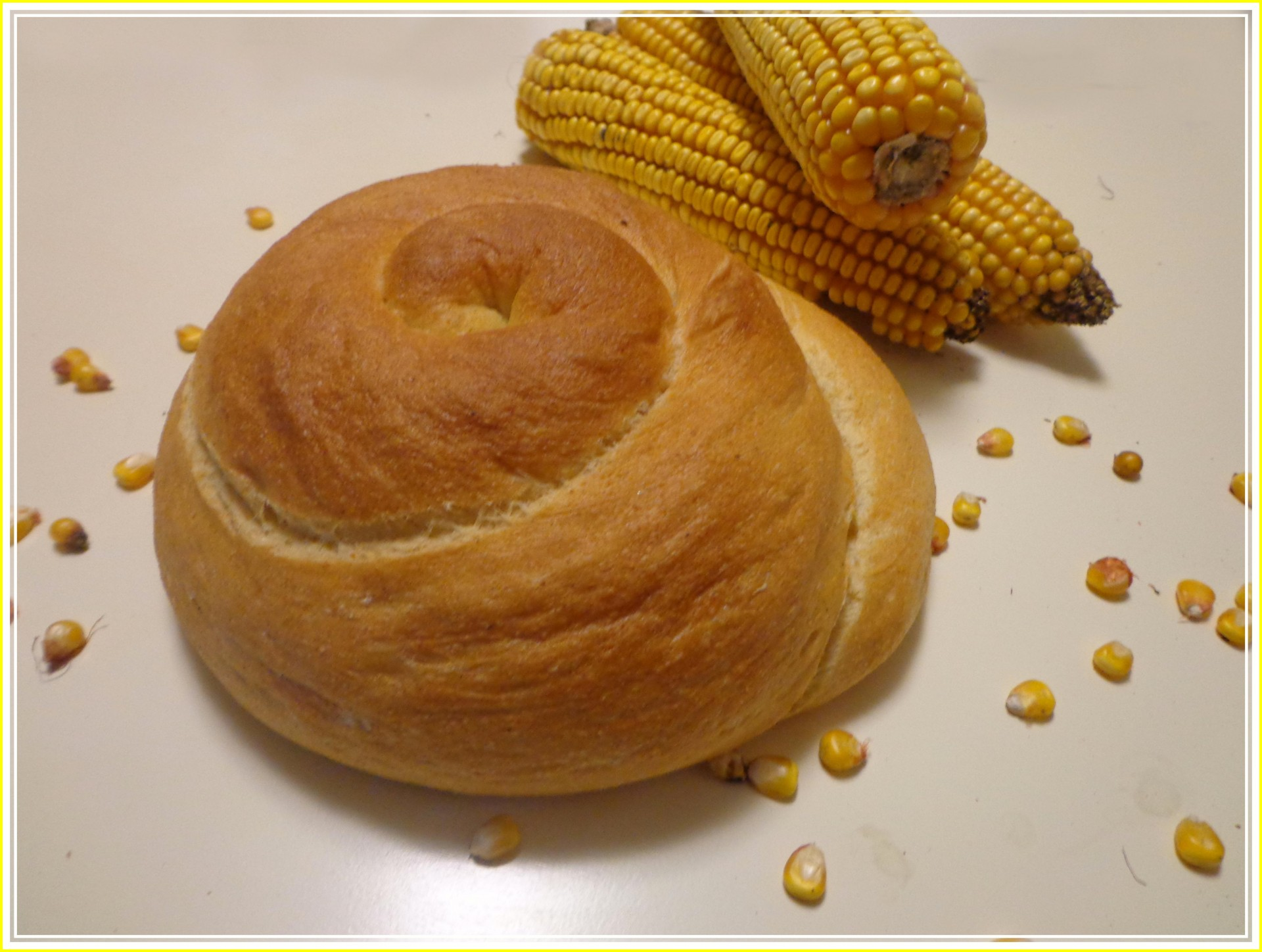 Хлеб из кукурузной муки {amp}quot;Кукурузная улитка{amp}quot;