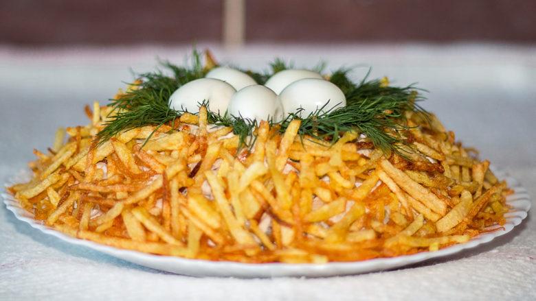 Соломка из картошки в салат {amp}quot;Гнездо глухаря{amp}quot;