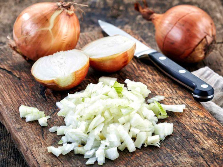 Репчатый лук незаменим в кулинарии и народной медицине